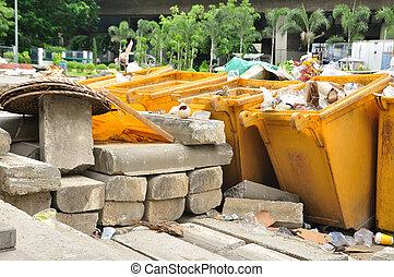 todos, lleno, compartimientos de los desperdicios