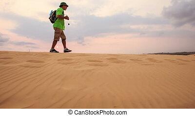 toerist, duinen, zand, tegen, skyline, wandelingen, langs, ...
