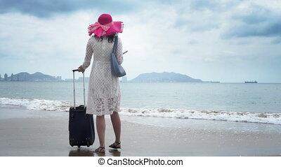 toerist, met, een, groot, zak, en, in, een, hoedje, is, het zoeken, de, hotel
