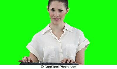 toetsenbord, het typen, terwijl, het kijken, fototoestel, vrouw
