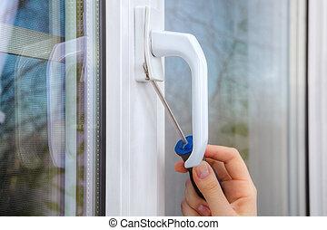 togliendo, manico, di, uno, plastica, finestra, usando, mano, screwdriver.