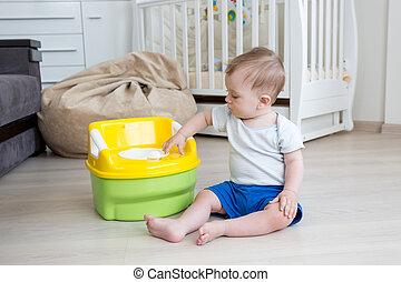 toilette, mignon, mois, vieux, garçon, pot, sittin, plancher, bébé, jouer, 10