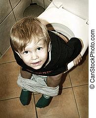 toilette, petit garçon