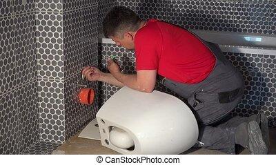 toilette, plombier, préparer, moderne, bol, salle bains, pendre, nouveau, moule, homme