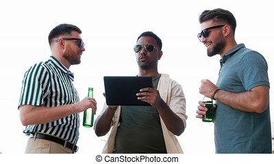 toit, bière, hommes, pc, tablette, boire