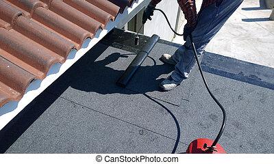 images de toiture feutre roofer fondre bitume torche essence csp29929183 rechercher. Black Bedroom Furniture Sets. Home Design Ideas