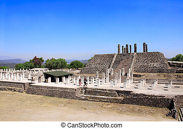 Toltec Atlantes, Tula de Allende, Hidalgo state, Mexico -...