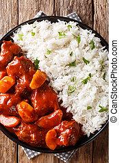 tomaat, plaat., verticaal, rundvlees, bovenzijde, marokkaan, stoofvlees, closeup, appeltjes , gediende, rijst, saus, aanzicht