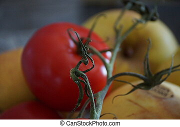 Tomate and apples