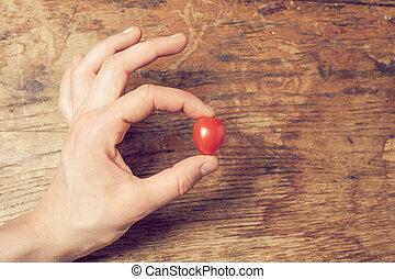 tomate, coeur, tenue, formé