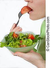 tomate, femme mange