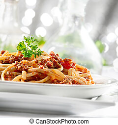 tomate, pastas, salsa, carne