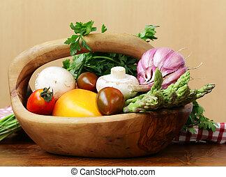 tomates, alho, espargos