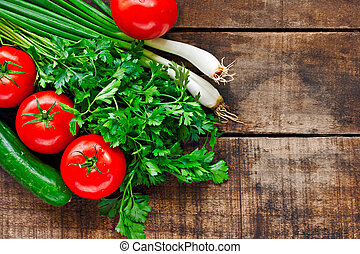 tomates, pepino, culantro, y, cebolletas, en, viejo, tabla...