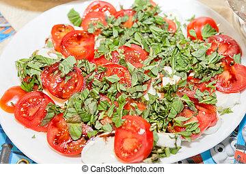 Tomato mozzarela salad