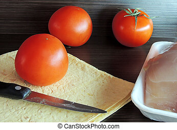Tomato, pita bread and chicken