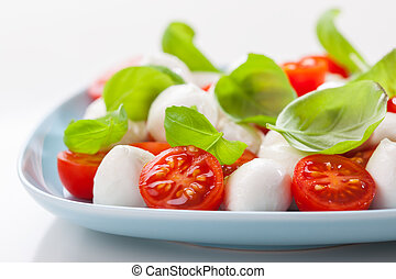 Tomato salad with mozzarella