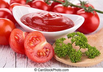 tomato sauce/ ketchup