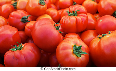 Tomatoes at the Market - Pile of ripe red tomatoes with ...