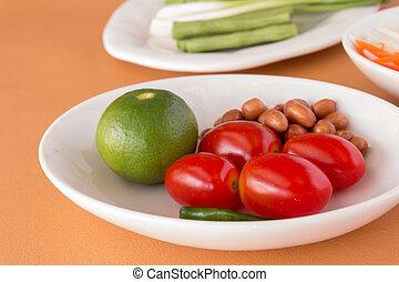 Tomatoes, Lemon, Roasted peanuts, Long-beans