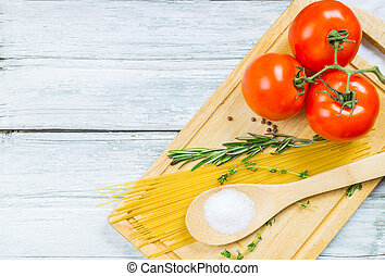 Tomatoes, spices and uncooked pasta