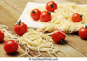 Tomatoes with spaghetti on square plate