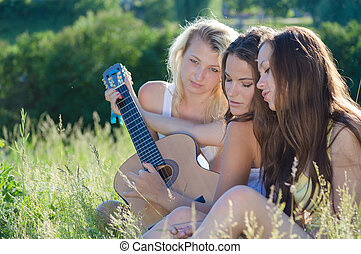 tonåring flickor, sjungande, tre, lycklig