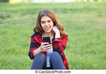 tonåring, ringa, användande, gräs, smart, lycklig