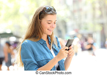 tonåring, ringa, gata, messaging, smart, lycklig