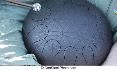 Tone Flap drum playing - Playing on steel tongue drum