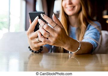 toned., テキスト, break., 電話, 昇進, ビデオ, ブランク, 終わり, メッセージ, あなたの, 焦点を合わせなさい。, スペース, 細胞, scree, 情報通, 保有物, 内容, コーヒー, 監視, 女性, 電話, 精選する, 手, の間, コピー, 女の子, モビール, の上, 広告, ∥あるいは∥
