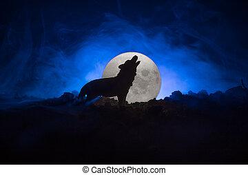 toned, cheio, silueta, horror, ou, dia das bruxas, contra, lua, escuro, uive, lobo, fundo, nebuloso, concept., moon.