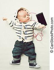 toned, fotografi, i, baby dreng, lytte, musik, hos, hovedtelefon