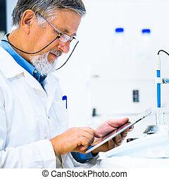 toned, image), científico, investigador, (shallow, laboratório, pesquisa, cor, dof;, carregar, macho sênior, saída