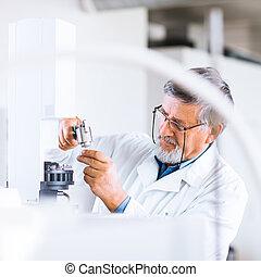 toned,  image), scientifico, ricercatore,  gas,  (shallow, laboratorio, ricerca, colorare,  dof, portante,  Chromatograph, usando, anziano, maschio, fuori