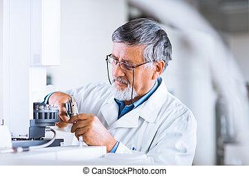 toned, image), wetenschappelijk, onderzoeker, gas, (shallow, laboratorium, onderzoek, kleur, dof;, verdragend, chromatograaf, gebruik, hoger mannetje, uit