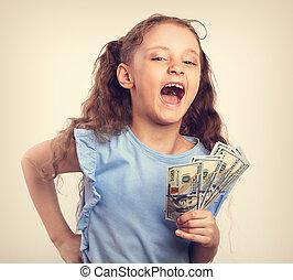 toned, rijk, geld, hand., lachen, vasthouden, ouderwetse , plezier, verticaal, meisje, geitje, vrolijke