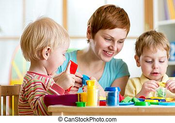 toneelstuk, speelbal, kleurrijke, moeder, of, geitjes, klei, kinderen