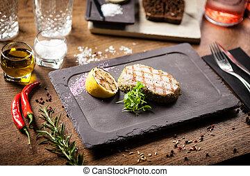 tonno, cotto ferri, limone, panko, bistecca