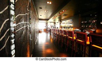toonbank, bar, stalletjes, stoelen, velen, daar, vaas,...