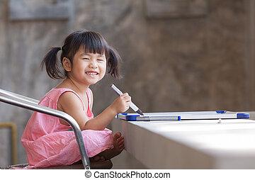 toothy, encantador, practive, escrita, asiático, face sorridente, crianças