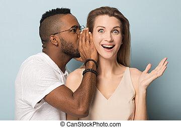 top secret, choqué, dire, américain, africain femelle, caucasien, homme