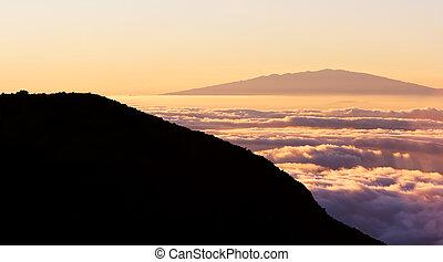 topo montanha, nuvens, acima