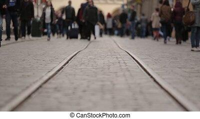 torcida, de, unrecognizable, pessoas andando, rua