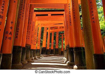 Torii gates at Fushimi Inari, Kyoto - red torii walkway in ...