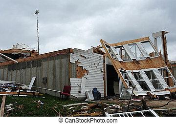 tornade destruction tornade maison nivel photographies de stock rechercher photo clip art. Black Bedroom Furniture Sets. Home Design Ideas