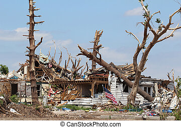 tornade, endommagé, maison, &, arbres