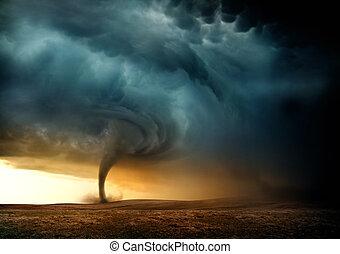 tornado, tramonto