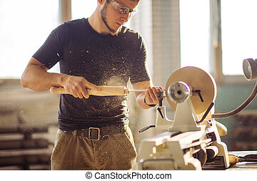 torno, talla, trabajando, madera, artesano, pequeño, pedazo...
