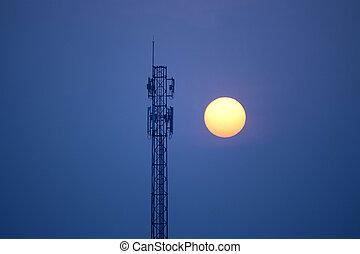 torre comunicação, em, pôr do sol